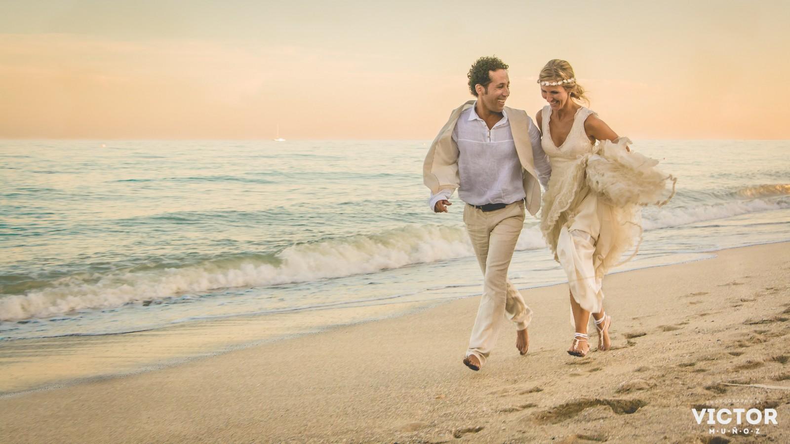 Fotógrafo de bodas en Málaga y Marbella. Fotografías diferentes, naturales y espontáneas.
